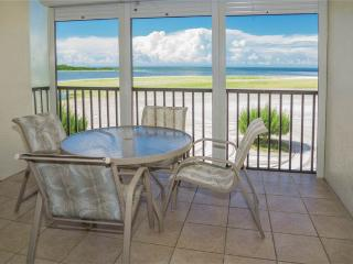Carlos Pointe 312, 2 Bedrooms, Gulf Front, Elevator, Heated Pool, Sleeps 6, Fort Myers Beach