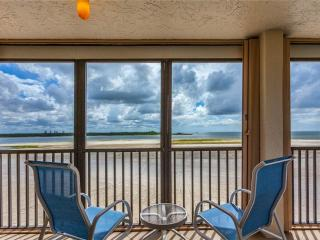 Carlos Pointe 336, 2 Bedrooms, Gulf Front, Elevator, Heated Pool, Sleeps 6, Fort Myers Beach