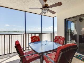 Carlos Pointe 333, 2 Bedrooms, Gulf Front, Elevator, Heated Pool, Sleeps 6, Fort Myers Beach