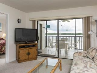 Carlos Pointe 422, 2 Bedrooms, Gulf Front, Elevator, Heated Pool, Sleeps 6, Fort Myers Beach
