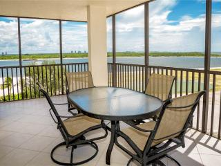 Carlos Pointe 611, 2 Bedrooms, Gulf Front, Elevator, Heated Pool, Sleeps 6, Fort Myers Beach