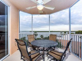 Island Beach Club 304, 2 Bedrooms, Bay view, Pool, Elevator, WiFi, Sleeps 6, Fort Myers Beach