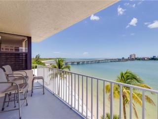 Lovers Key Beach Club 303, 1 Bedroom,  Beach Front, Heated Pool, Sleeps 4, Fort Myers Beach