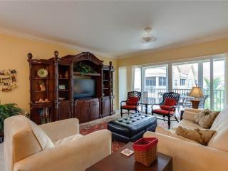 Bella Lago 241, 3 Bedrooms, Elevator, Heated Pool, Tennis, Gym, Sleeps 6, Fort Myers Beach