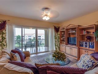 Bella Lago 243, 2 Bedrooms, Elevator, Heated Pool, Tennis, Gym, Sleeps 4, Fort Myers Beach