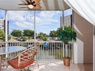 Casa Marina 612-6,2 Bedroom, Canal Front, Pool, Elevator, WiFi, Sleeps 6, Fort Myers Beach