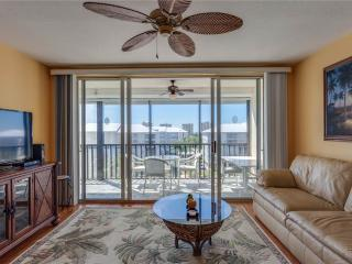 Hibiscus Pointe 342, Canal View, Elevator, Heated Pool, Fort Myers Beach