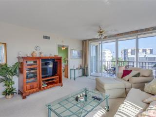 Hibiscus Pointe 844, Canal View, Elevator, Heated Pool, Fort Myers Beach
