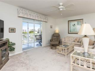 Royal Pelican 381, Canal View, Elevator, 2 Heated Pools, Fort Myers Beach