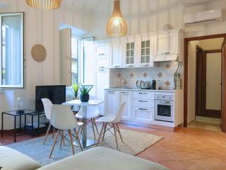 THE BOND - modern apartment in the city centre, Florence