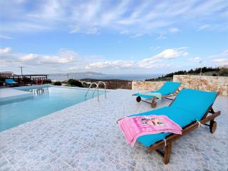 Luxury villa private pool & stunning sea view,3 bedrooms,wifi,BBQ,full equipped