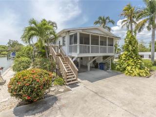Bayview Cottage, 2 bedrooms on quiet street, Fort Myers Beach