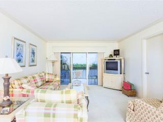 Sand Caper 206, 2 Bedroom, Gulf Front, Elevator, Heated Pool, Sleeps 4, Fort Myers Beach