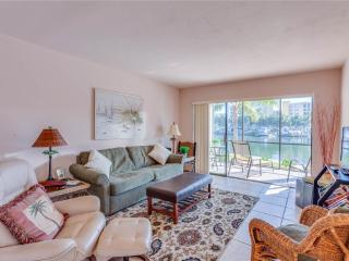 Estero Yacht & Racquet 117, 1 Bedroom, Canal View, Heated Pool, Sleeps 4, Fort Myers Beach