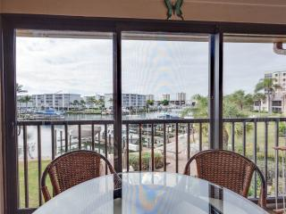 Estero Yacht & Racquet 322, Canal View, Heated Pool, Tennis, Fort Myers Beach