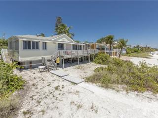 Estero Beach House, 3 Bedrooms, Gulf Front, WiFi, Sleeps 10, Fort Myers Beach