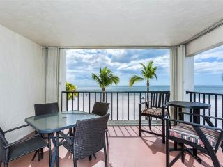 Island House Beach Club 2D, 2 Bedroom, BeachFront, Pool, Elevator, Sleeps 6, Fort Myers Beach