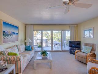 Pelican Watch 208, Beach Front, Pool, Elevator, Sleeps 4, WIFI, Fort Myers Beach