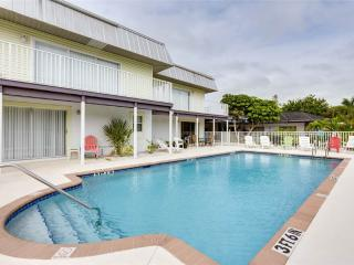 Tropical Shores 1, Ground Floor Studio, Heated Pool, Fort Myers Beach