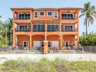 Villa Del Mar, Gulf Front, Elevator, Heated Pool, Fort Myers Beach