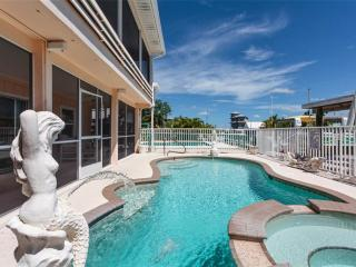 Primo Pool Home, 4 bedrooms, Heated Pool, Boat Deck, Fort Myers Beach