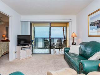 Cane Palm 202, 2 Bedrooms, Gulf Front, Elevator, Heated Pool, Sleeps 4, Fort Myers Beach
