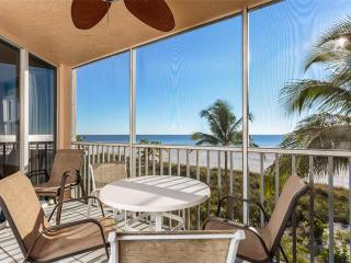 Estero Island Beach Villas 204, Sleeps 8, Gulf Front, Heated Pool, Fort Myers Beach