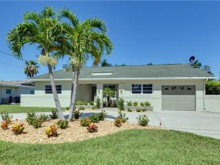 Cutlass Cove, 4 Bedrooms, Canal Front, WiFi, Sleeps 8, Fort Myers Beach