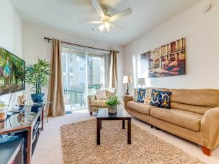 Vista Cay 107, 2 Bedrooms, 3 Pools, Gym, Close to Universal, Sleeps 6, Kissimmee