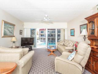Pier Point South 18, Ocean Views & Heated Pool at St Augustine Beach Pier, Saint Augustine