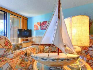Hibiscus 203-B, 2 Bedrooms, Beach Front, 3 Pools, Pet Friendly, Sleeps 6, Santo Agostinho