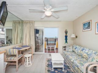 Beachers Lodge 101, Beach Front, Queen Sized Suite, Ground Floor, Saint Augustine