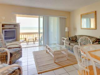 Four Winds I-10E Top, 2 Bedrooms, Ocean Front, Heated Pools, WiFi, Sleeps 6, Saint Augustine