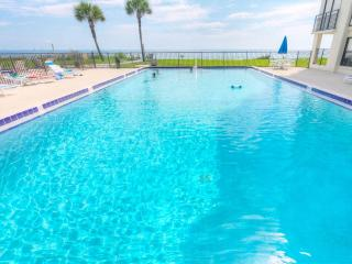 Sand Dollar III 102, 3 Bedrooms, Ocean Front, Pool, WiFi, Sleeps 6, Saint Augustine