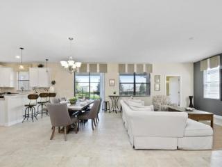 6 Bedroom ChampionsGate Golf Resort Pool Home. 1415RFD, Kissimmee