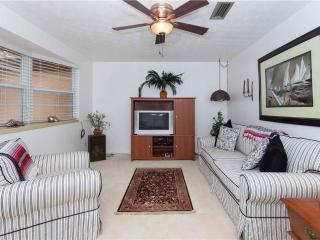 Villa Hermosa, 3 Bedrooms, Walk to Beach, Wireless Internet, Sleeps 6, Saint Augustine