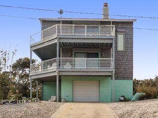 A Luna Sea House, 3 Bedrooms, Ocean View, Near Beach, Sleeps 8, Saint Augustine