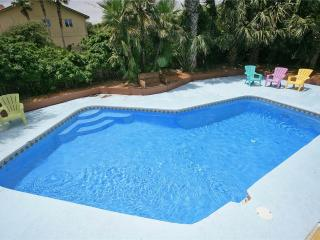 Atlantic Oasis upper level with pool, & fenced in garden, Saint Augustine