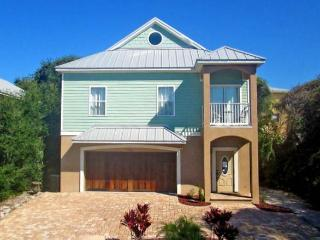 Seaside Escape Beach House - 5 Bedrooms, Crow's Nest - Ocean Views, Santo Agostinho