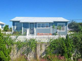 Crescent Cottage, 4 Bedrooms, Ocean Front, WiFi, Sleeps 8, Saint Augustine