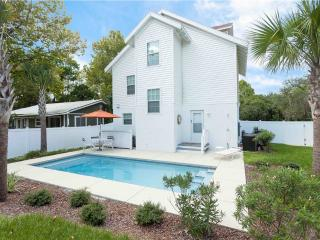 Moody Blue Beach House with Private Pool and Balconies, Palm Coast