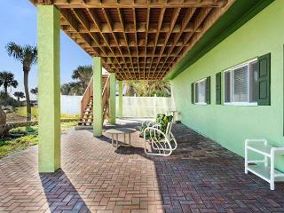 Stairway to Heaven Down, 2 Bedrooms, Ocean Front, WiFi, Sleeps 4, Palm Coast