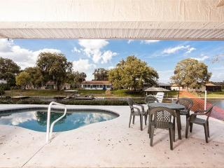 Palm Paradise House, 3 Bedrooms, Sleeps 8, Pool, HDTV and Boat Dock, Palm Coast