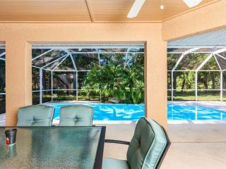 Wood Haven, Private Pool, 3 Bedrooms, Slees 8, HDTV, Wifi, Palm Coast