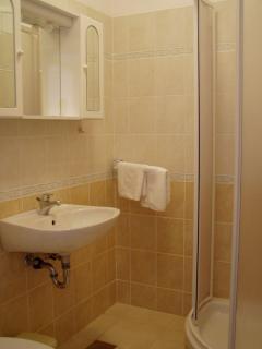 Teo(2+1): bathroom with toilet