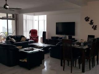 2 Br Condo Magnificent View, Location