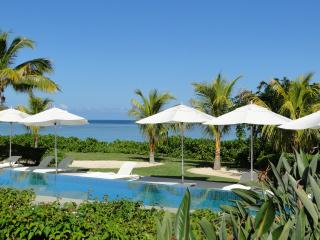 Cap Ouest: Luxury Beachfront Apt: Couples' offer, Flic En Flac