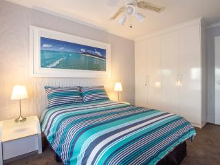2bd apartment in Glenelg! Sleeps 6!