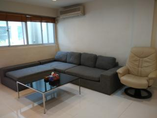 Sweet Deal 1-Bedroom Orchard Rd Apt 79, Singapore