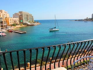 Spinola Bay seafront 3-bedroom Apartment in St Julian's